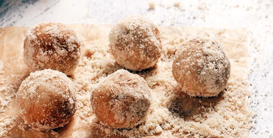 Bolinhas de Vanilla Protein com Gergelim