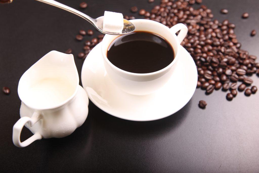 Cuidado para não abusar do açúcar no cafezinho
