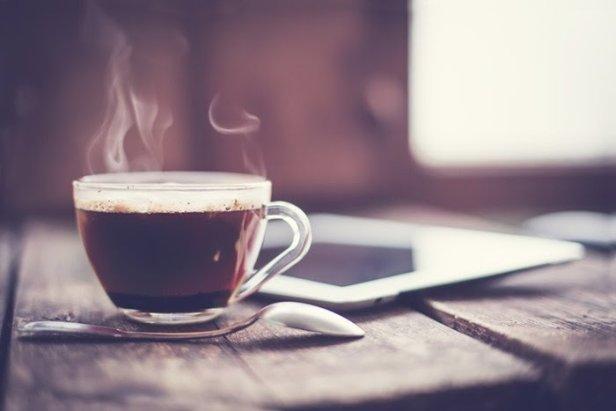 Tome uma boa dose de café para espantar o sono