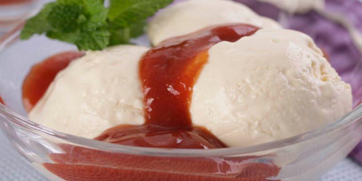 Sorvete de queijo com calda de goiabada fit